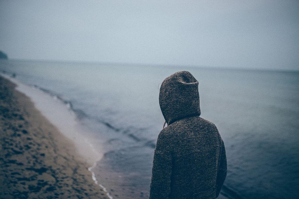 В каком возрасте люди ощущают себя наиболее одинокими11